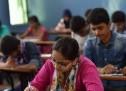 बिहार के छात्र हटा रहे टॉपर का 'तमगा'