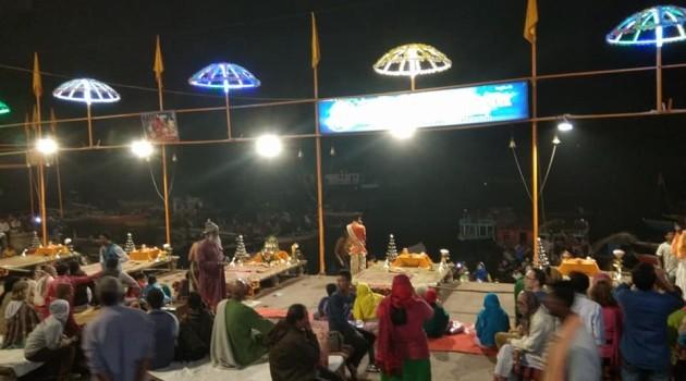 काशी:आध्यात्मिक नगरी में व्यावसायिकता चरम पर