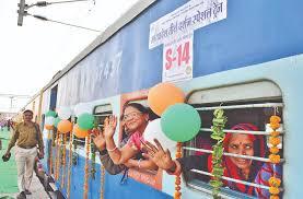 मप्र सरकार के खर्च पर कुंभ स्नान के लिए रेलगाड़ी रवाना
