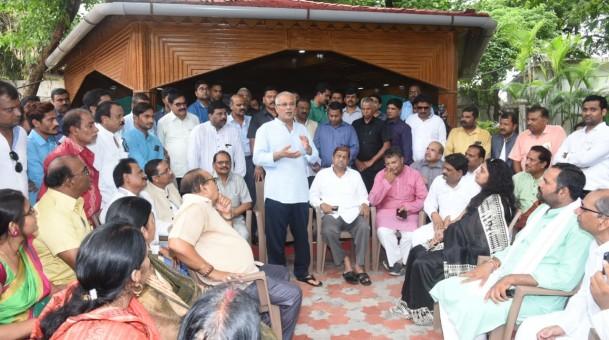 रायपुर : विभिन्न संगठनों ने आर्थिक रूप से कमजोर लोगों को 10 प्रतिशत आरक्षण देने की मांग मुख्यमंत्री से की : मुख्यमंत्री ने रिर्पोट का अध्ययन कर फैसला का दिया आश्वासन